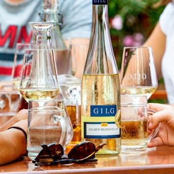 Ausgsteckt beim Gilg in Hagenbrunn heisst beste Weine und regionale Köstlichkeiten